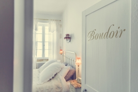 ILDERE_FRANCE_HOLIDAY_HOME_BEDROOM